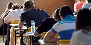 Studenti sui banchi di scuola
