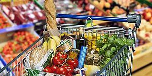 carrello supermercato con vari alimenti