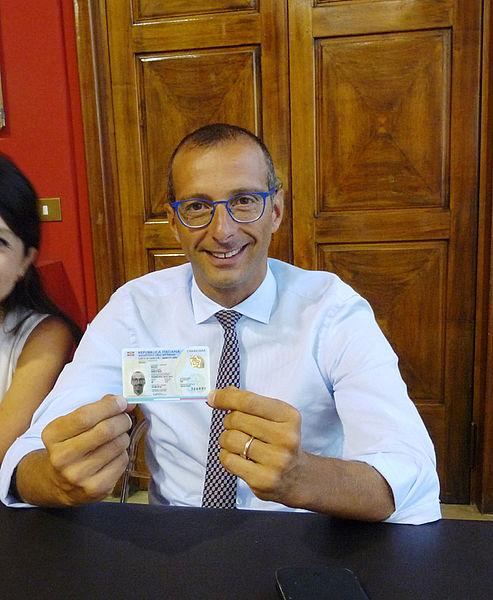 Comune di Pesaro : Carta d\'identità: cartacea addio, ecco l\'elettronica