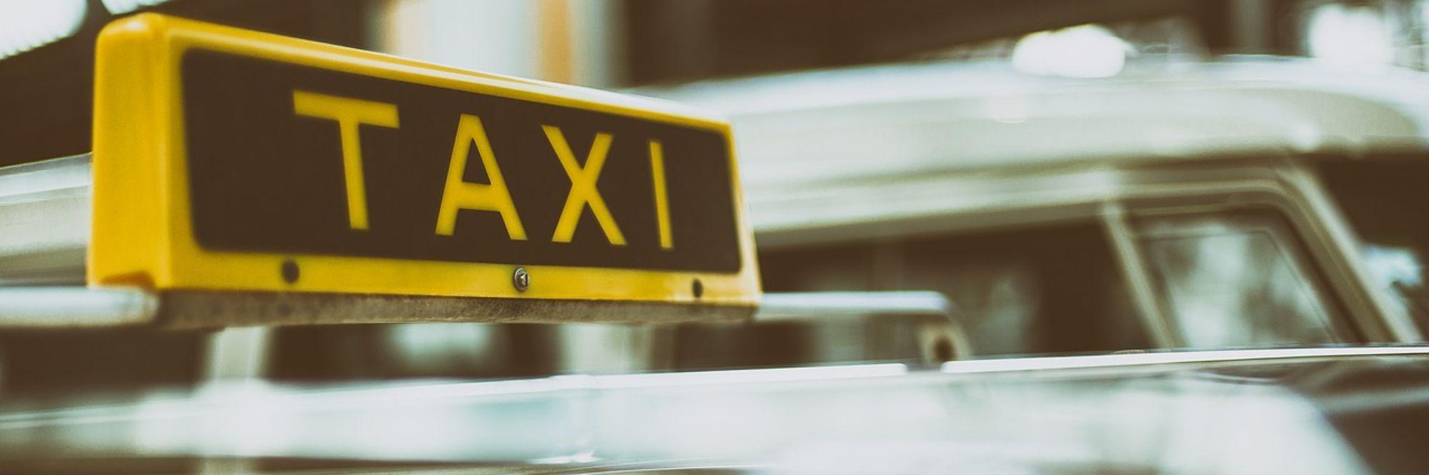 foto con scritta taxi