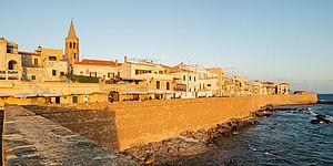 mura di città con case
