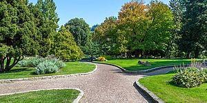 Parco verde con vialetti