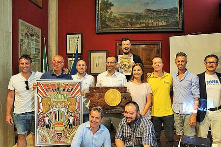 Palio dei Braceri: il sindaco, l'assessore Enzo Belloni, il consigliere Massimiliano Santini, gli organizzatori