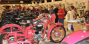 interno del museo morbidelli con moto d'epoca degli anni '40 e '50