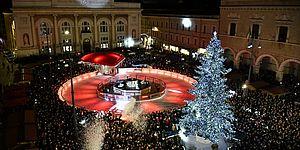 Ricci accende la piazza di Natale: «Batte forte il cuore di Pesaro»