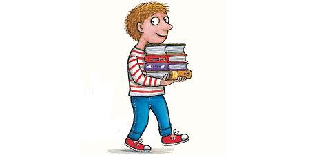 Disegno di un bambino con in braccio dei libri
