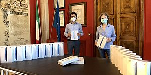 Assessore Riccardo Pozzi e tablet