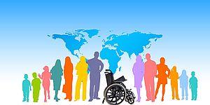 gruppo di persone che circonda persona disabile