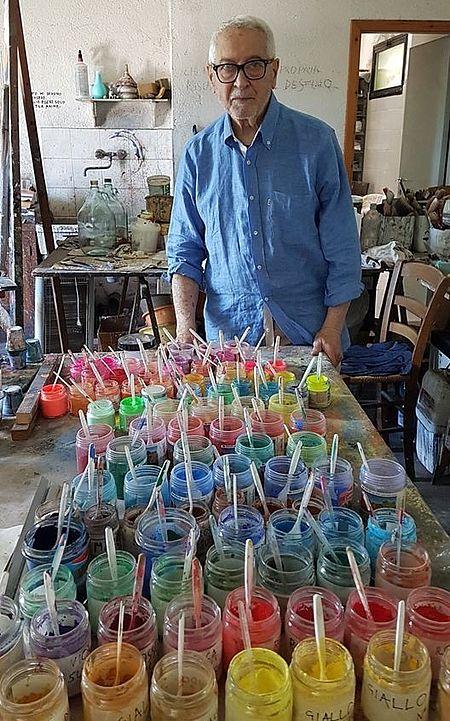 Oscar Piattella nel suo studio