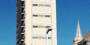 Hotel con impalcatura