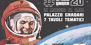Locandina con Astronauta (Jurij Gagarin) e sullo sfondo lo spazio