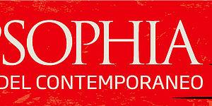 Logo PopSophia con base rossa e scritta bianca, figura nera di guerriero in primo piano