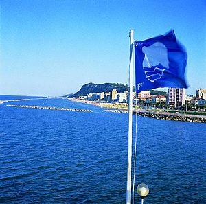 Bandiera BLU per la qualità del mare