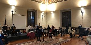 Sindaco ed altri nel salone Metaurense della Prefettura