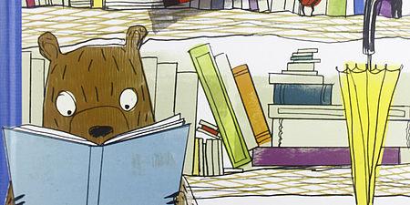 Particolare di una copertina con orso che legge