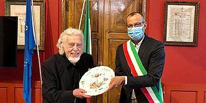 Ricci consegna piatto a Glauco Mauri
