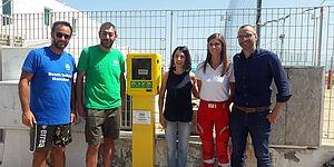 Installazione del 48° defibrillatore in città. Erano presenti il Sindaco Matteo Ricci, l'Assessore Mila Della Dora, Alan Palombi, Elisa Lenti della Croce Rossa