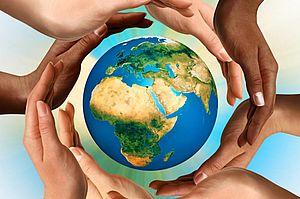 Mani multietniche intorno al mondo