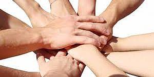 Mani che si uniscono