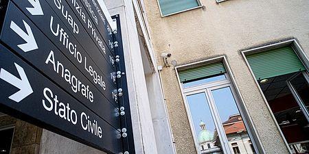 cartello indicazioni uffici pubblici generico