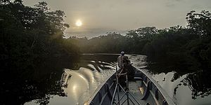 immmagine di barca sul fiume