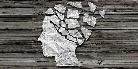 Profilo di carta raffigurante una testa