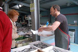 Bancarella al mercato ittico