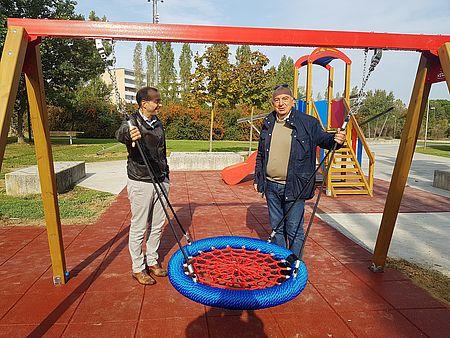 Ricci e Belloni: «Riqualificati nove parchi pubblici con piano straordinario giochi, andremo avanti»