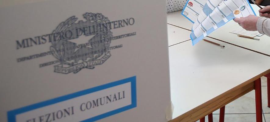 Un momento delle elezioni comunali