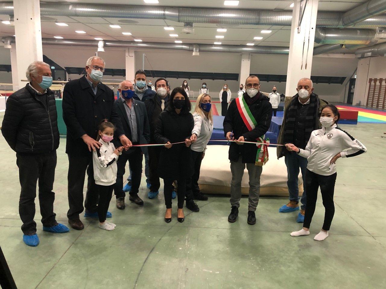 Ricci Della Dora Belloni ed altri al taglio del nastro inaugurale
