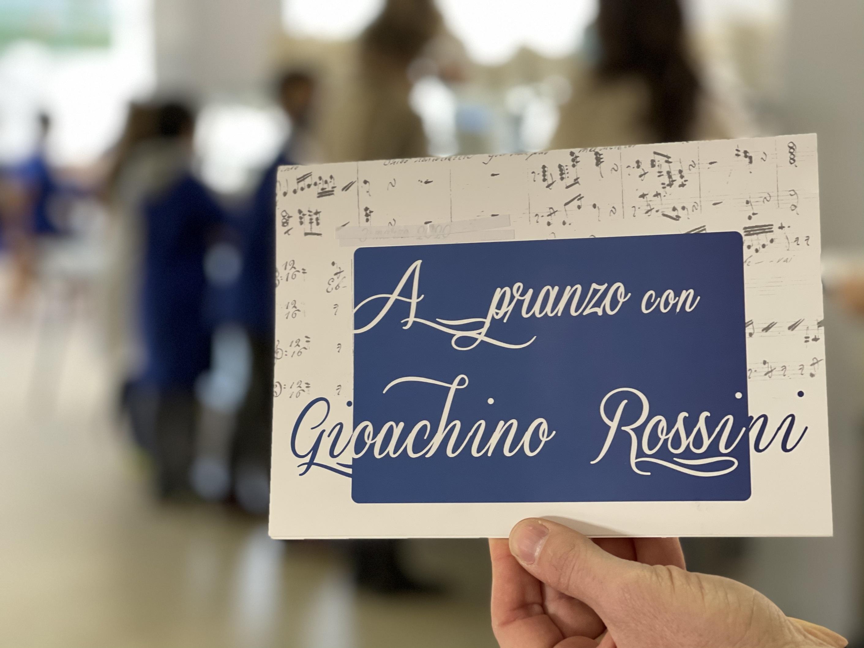 """Lavagnetta con scritto """"A pranzo con Giocacchino Rossini"""""""