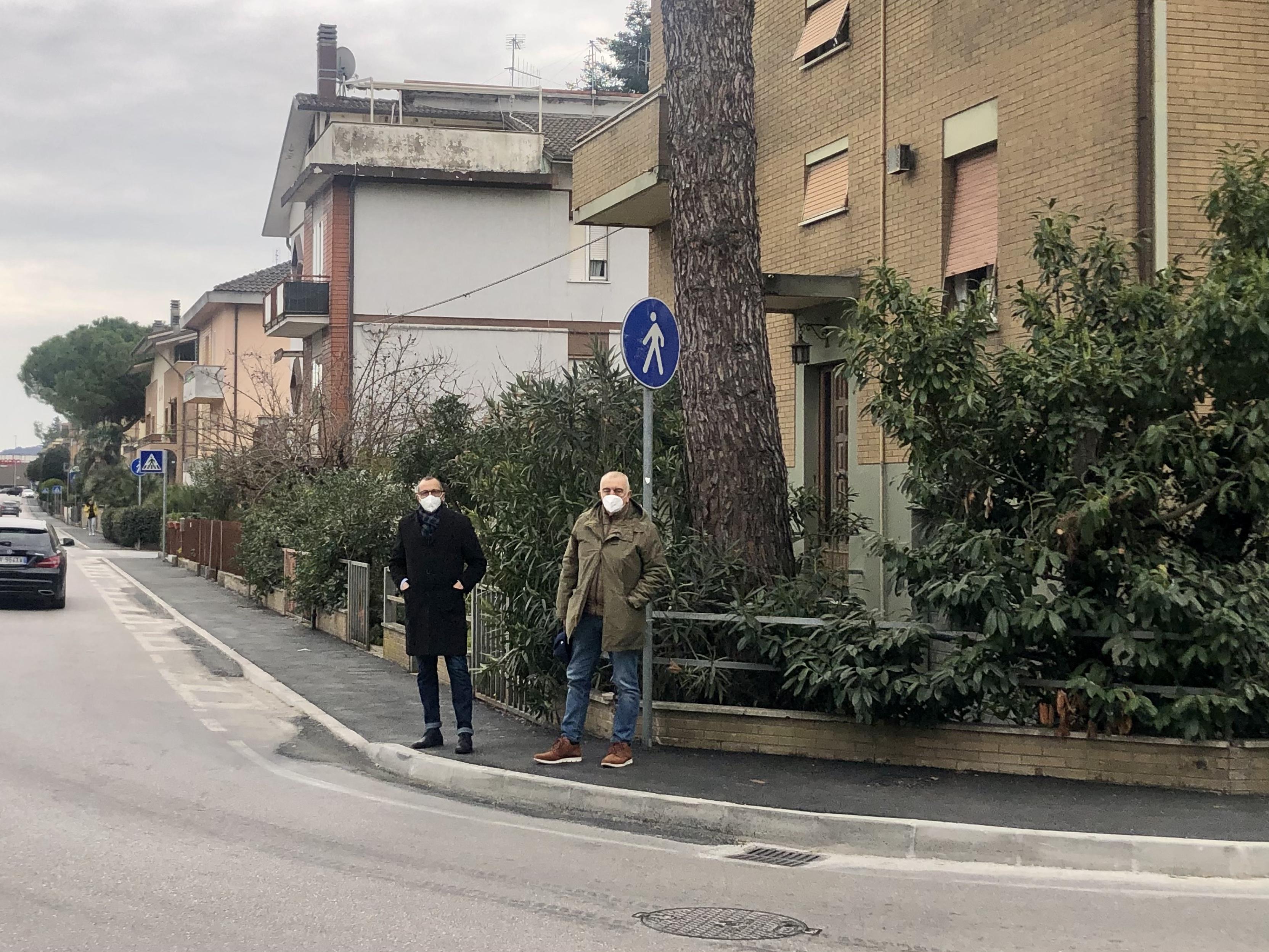 Ricci e Belloni sul marciapiede