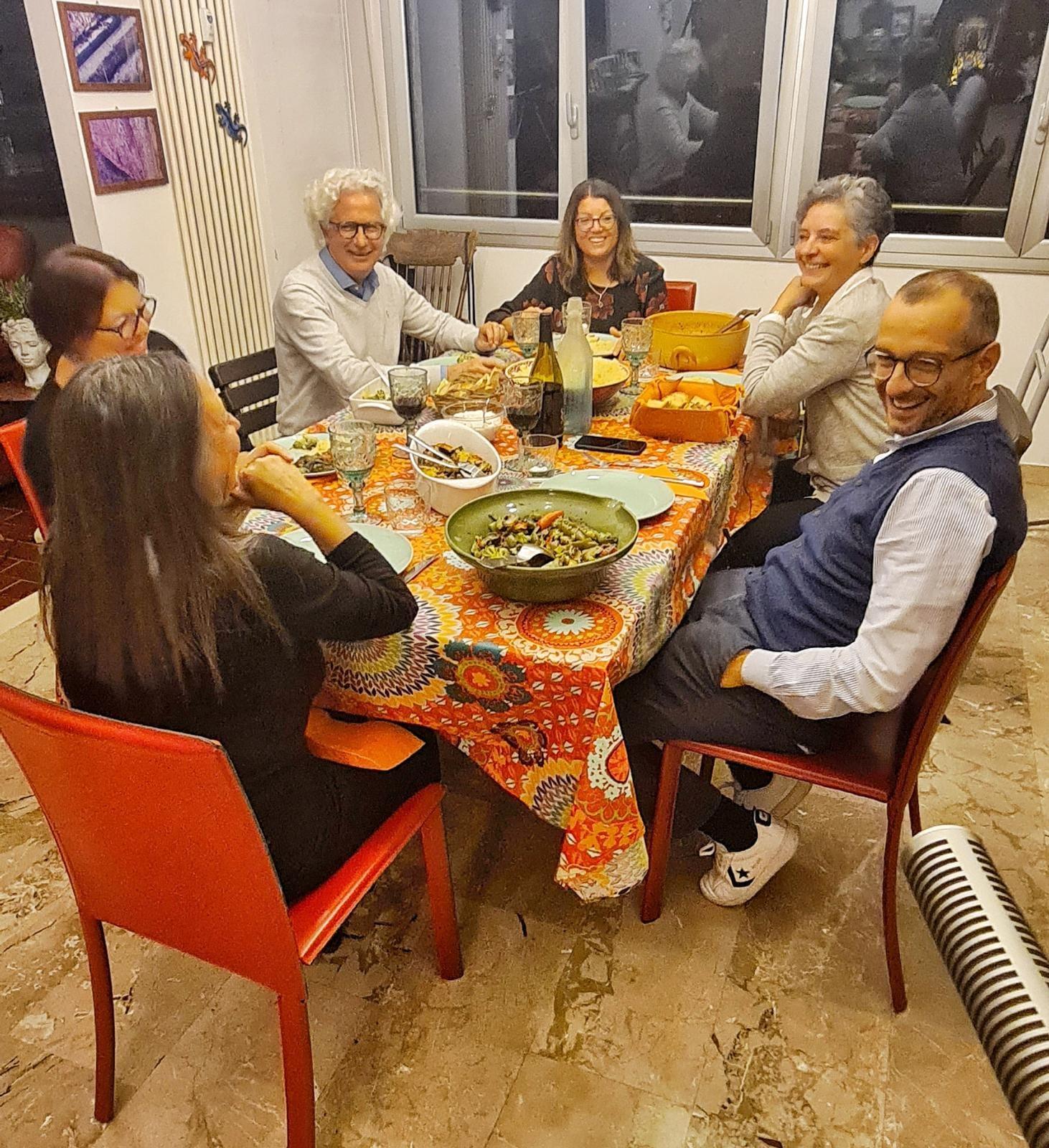 Sindaco con famiglia Cosentino attorno al tavolo